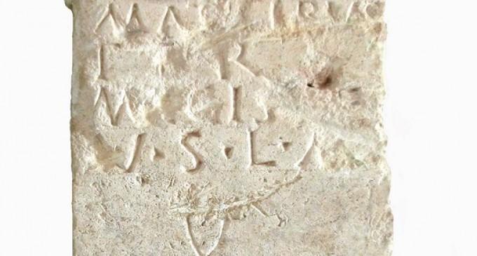 Un altar romano, pieza del mes del Museo de Segovia
