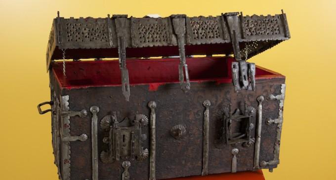 Una arqueta de reliquias, pieza del mes en el Museo de Segovia