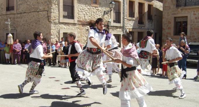 """""""Los danzantes de enagüillas en la provincia de Segovia"""", nuevo libro de la periodista Esther Maganto"""