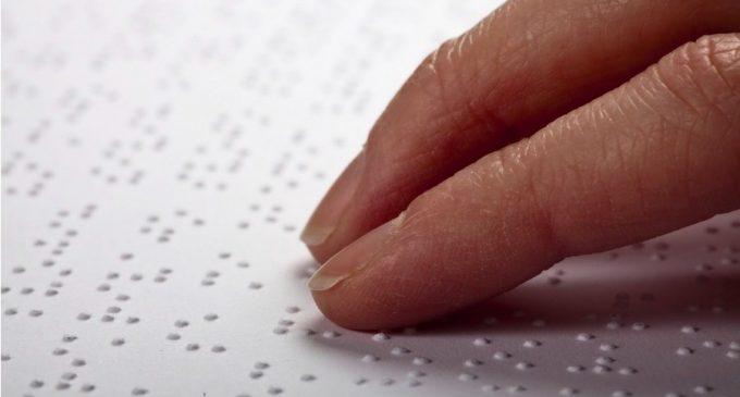 Segovia dispondrá de placas con pictogramas en braille gracias a un programa del Ayuntamiento con la Fundación Orange
