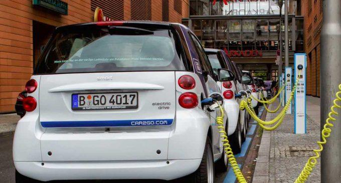 La Diputación estudia la implantación de puntos de carga eléctrica para coches