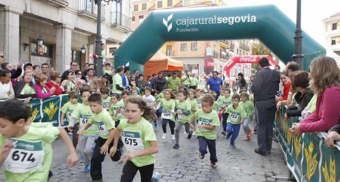 Más de 1.300 personas participan en la carrera popular y marcha solidaria de Caja Rural