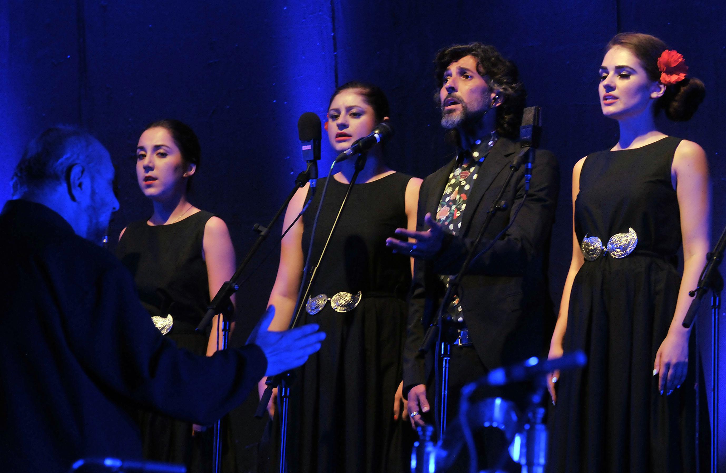 Arcángel Y El Coro De Las Nuevas Voces Búlgaras Inician El Festival De Música Y Danza Con Al Este Del Cante Segoviaudaz Es